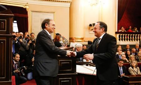 Pío García Escudero da la enhorabuena a Pedro Sanz
