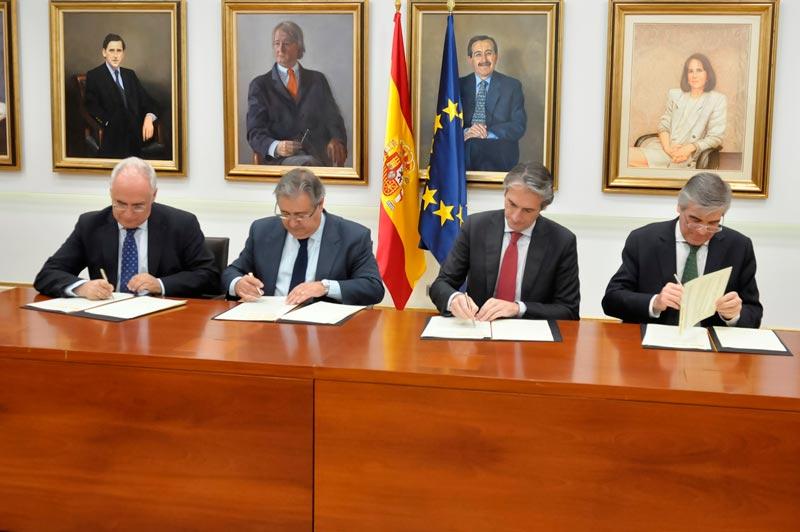 Fomento interior la rioja y abertis firman el convenio for Fuera de convenio 2017