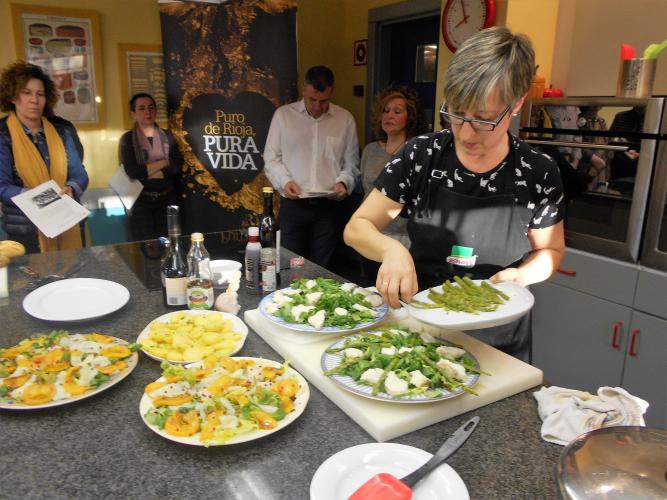En marcha la iii escuela de cocina con aceite de la rioja for Escuela de cocina