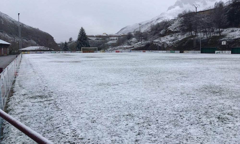 La nieve obliga a suspender el Anguiano - UD Logroñés.