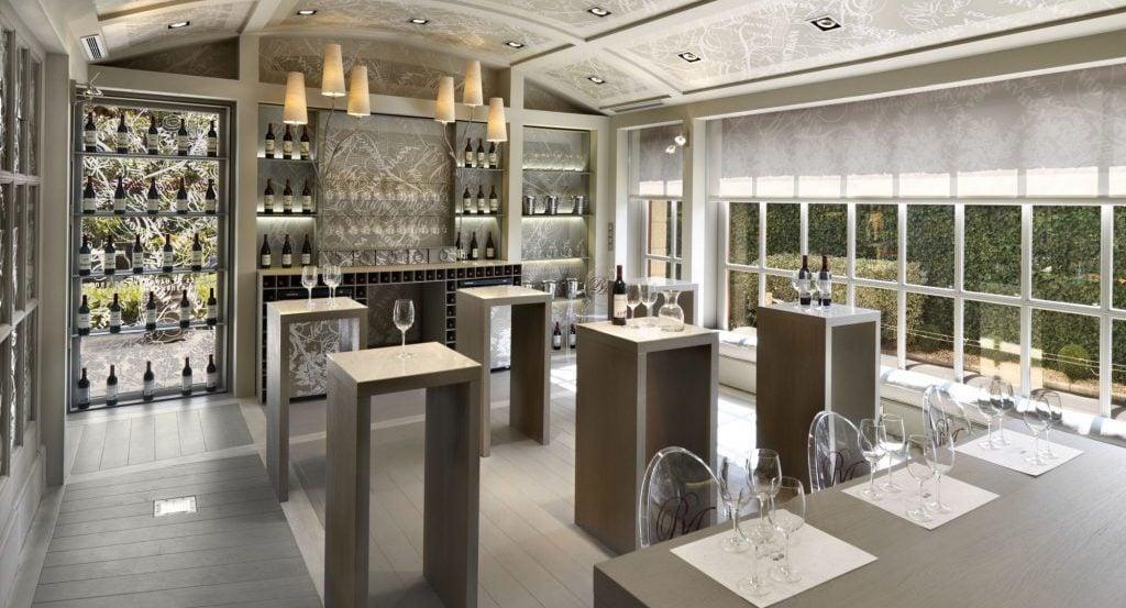 Sala de catas en la bodega La Rioja Alta SA