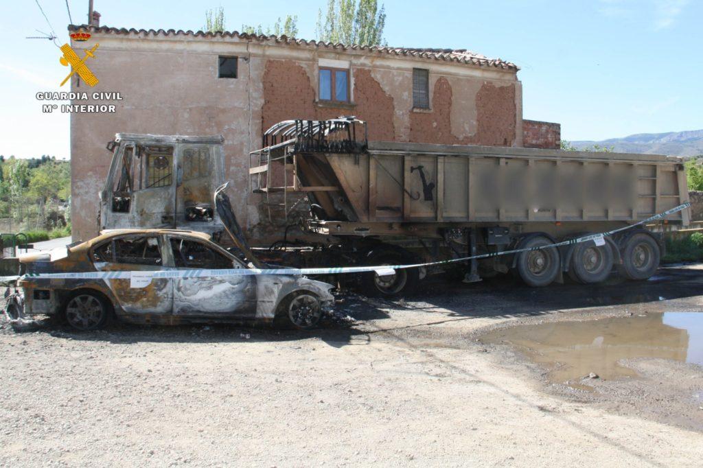 coche camion quemados guardia civil 01