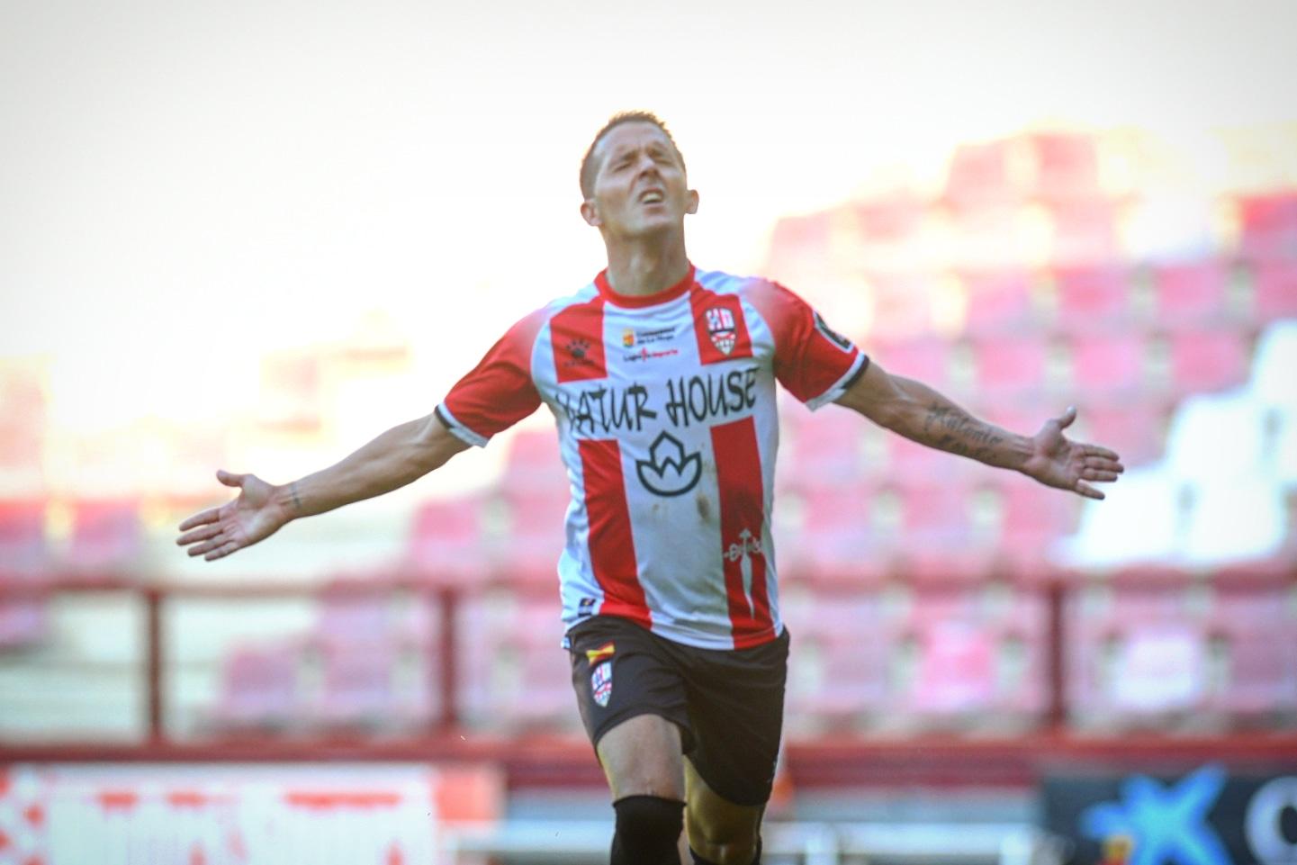Ñoño celebra su gol frente al Tudelano   Foto: Eduardo del Campo